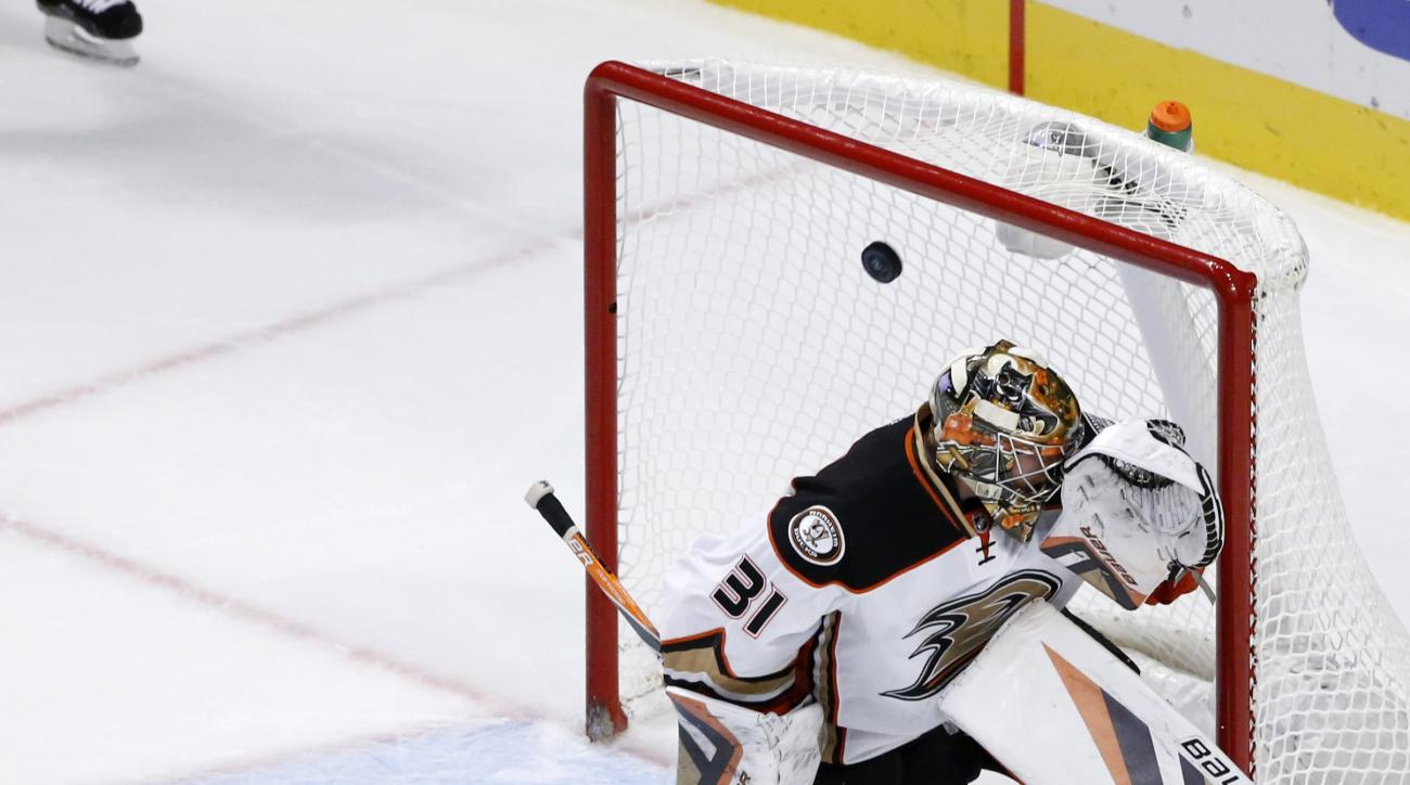 Chicago Blackhawks center Jonathan Toews (19) shoots the winning goal past Anaheim Ducks goalie Frederik Andersen during the overtime period of an NHL hockey game Monday, Oct. 26, 2015, in Chicago. The Blackhawks won 1-0. (AP Photo/Charles Rex Arbogast)