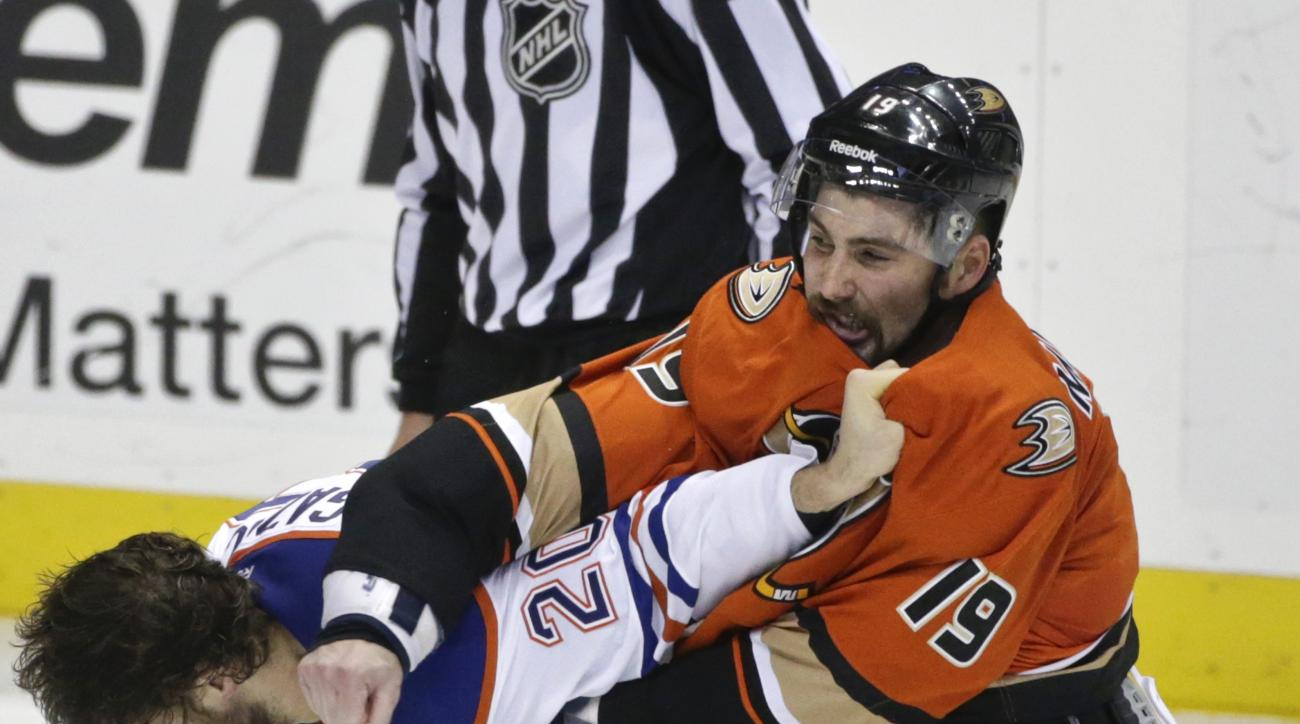 Anaheim Ducks' Patrick Maroon, left, and Edmonton Oilers' Luke Gazdic fight during the second period of an NHL hockey game Wednesday, Nov. 11, 2015, in Anaheim, Calif. (AP Photo/Lenny Ignelzi)