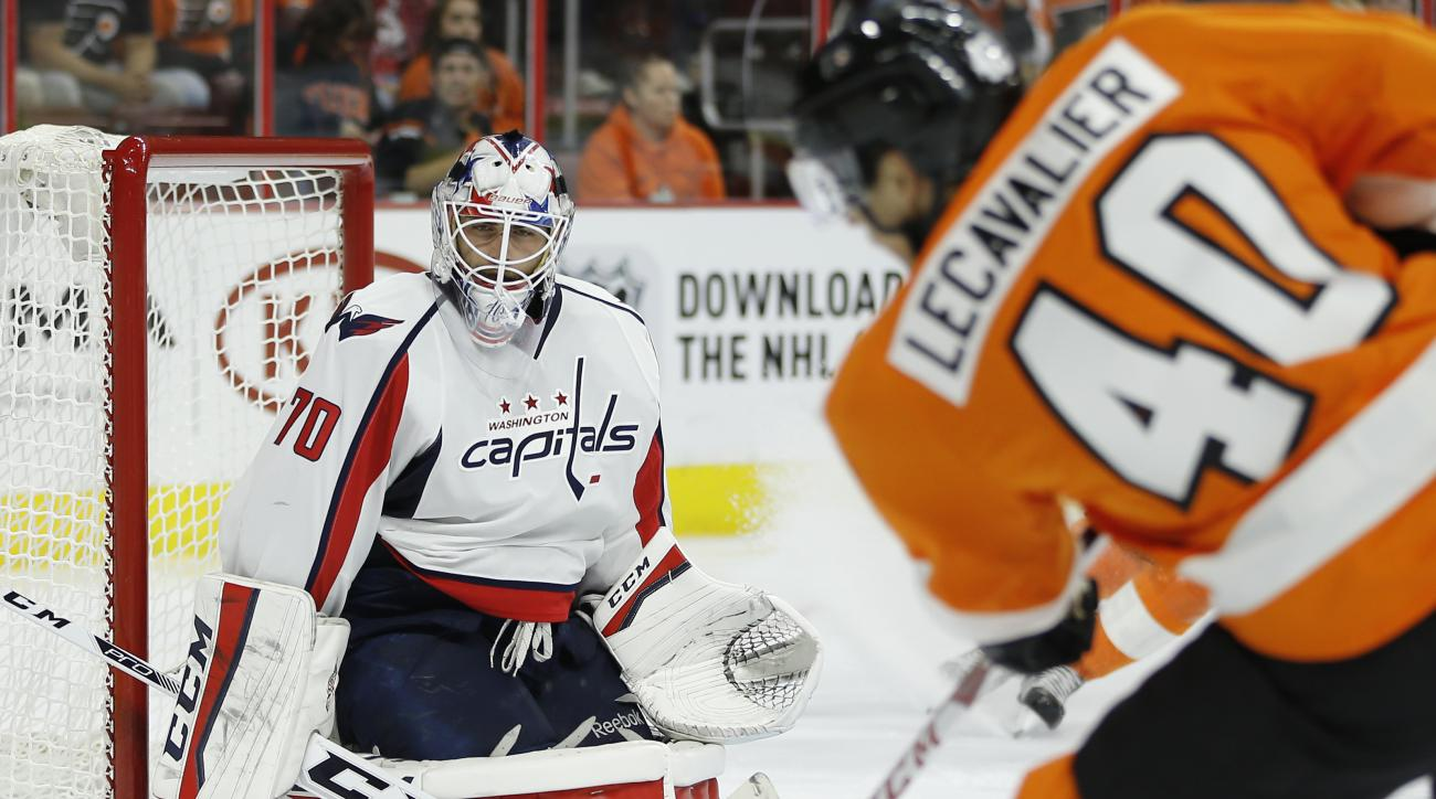 Philadelphia Flyers' Vincent Lecavalier, right, cannot get a shot past Washington Capitals' Braden Holtby during the second period of an NHL hockey game, Thursday, Nov. 12, 2015, in Philadelphia. (AP Photo/Matt Slocum)