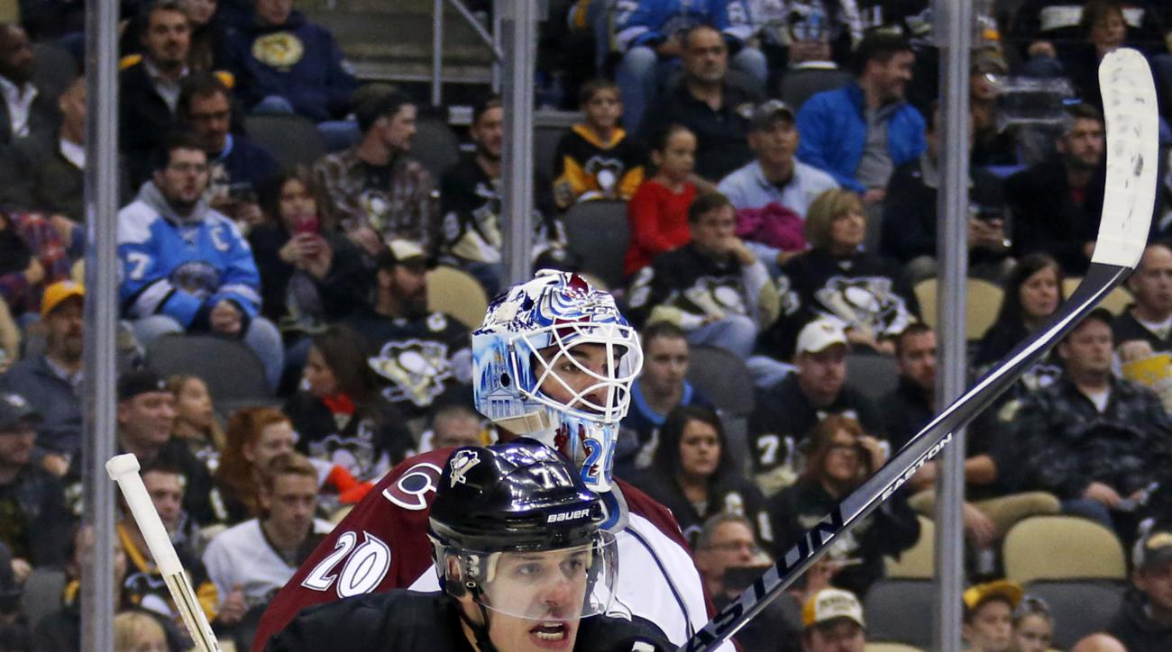 Pittsburgh Penguins' Evgeni Malkin (71) screens Colorado Avalanche goalie Reto Berra (20) during the second period of an NHL hockey game in Pittsburgh Thursday, Nov. 19, 2015. (AP Photo/Gene J. Puskar)