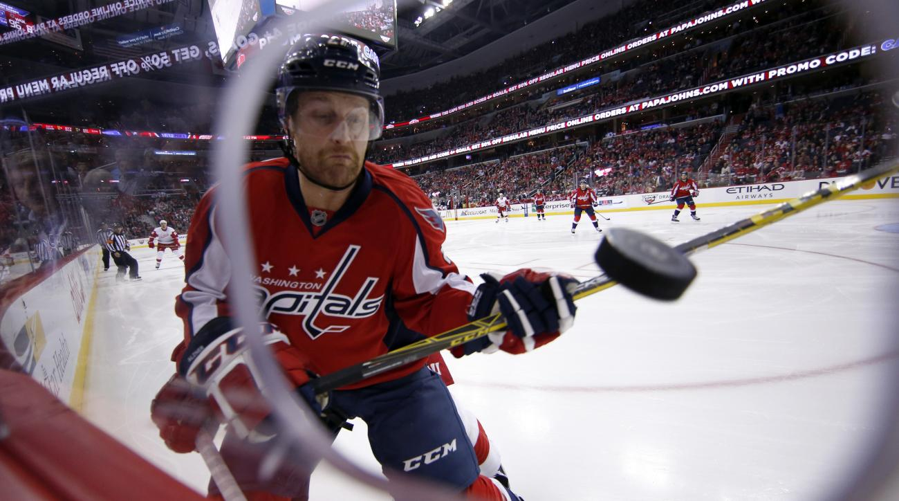 Washington Capitals defenseman Karl Alzner (27) keeps his eye on the puck in the first period of an NHL hockey game against the Detroit Red Wings, Tuesday, Dec. 8, 2015, in Washington. (AP Photo/Alex Brandon)