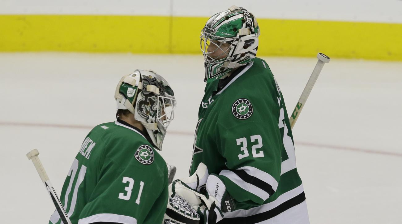 Dallas Stars goalie Antti Niemi (31) subs in for goalie Kari Lehtonen (32) during the third period of an NHL hockey game, Tuesday, Dec. 8, 2015, in Dallas. The Stars won 6-5. (AP Photo/LM Otero)