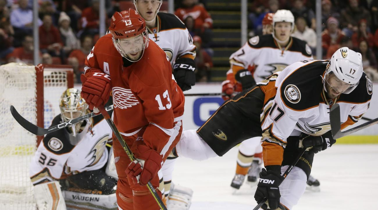 Anaheim Ducks center Ryan Kesler (17) breaks the stick of Detroit Red Wings center Pavel Datsyuk (13) of Russia, during the second period of an NHL hockey game, Saturday, Jan. 23, 2016 in Detroit. (AP Photo/Carlos Osorio)
