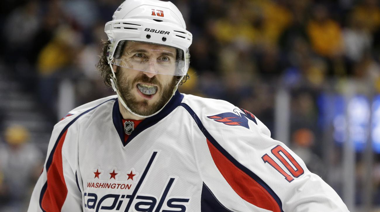 """FILE - In this Feb. 9, 2016, file photo, Washington Capitals center Mike Richards plays against the Nashville Predators in the first period of an NHL hockey game in Nashville, Tenn. Los Angeles Kings general manager Dean Lombardi thought he found his """"Der"""
