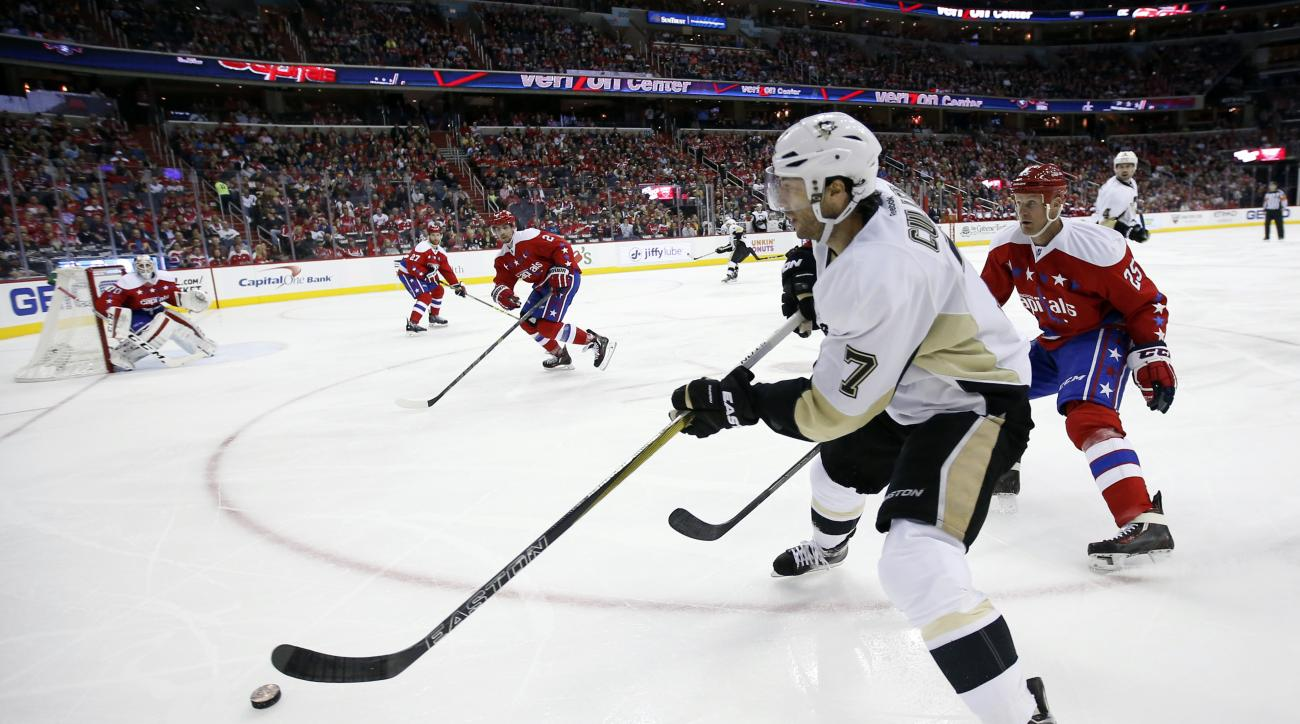 Pittsburgh Penguins center Matt Cullen (7) skates with the puck with Washington Capitals left wing Jason Chimera (25) nearby in the second period of an NHL hockey game, Thursday, April 7, 2016, in Washington. (AP Photo/Alex Brandon)