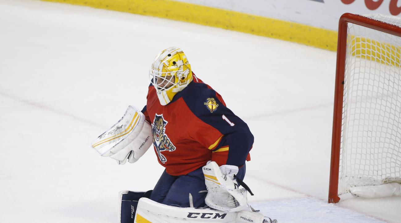 Florida Panthers goalie Roberto Luongo deflects a shot after losing his stick during the first period of Game 2 in a first-round NHL hockey Stanley Cup playoff series against the New York Islanders, Friday, April 15, 2016, in Sunrise, Fla. (AP Photo/Wilfr