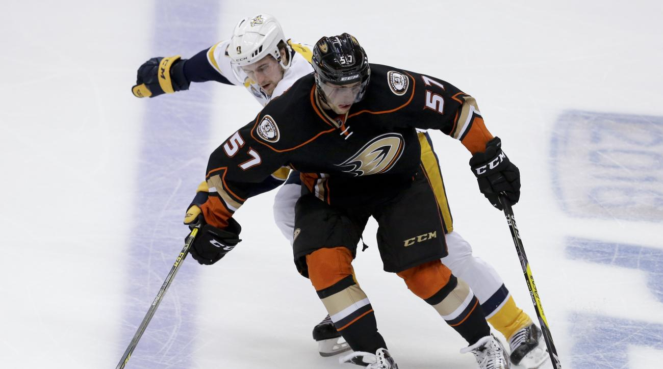 Anaheim Ducks left wing David Perron, right, battles Nashville Predators center Filip Forsberg for the puck during the second period of Game 7 in an NHL hockey Stanley Cup playoffs first-round series in Anaheim, Calif., Wednesday, April 27, 2016. (AP Phot