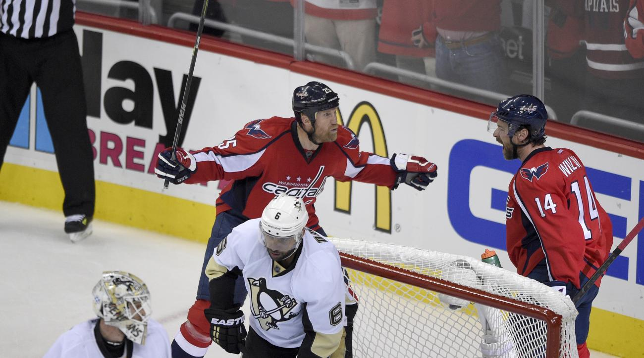 Washington Capitals right wing Justin Williams (14) celebrates his goal with Jason Chimera (25) during the second period of Game 5 in an NHL hockey Stanley Cup Eastern Conference semifinals as Pittsburgh Penguins goalie Matt Murray (30) and Trevor Daley (