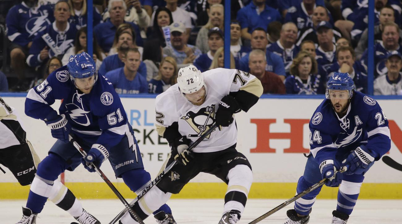 Tampa Bay Lightning right wing Ryan Callahan (24) and center Valtteri Filppula (51), of Finland, attempts to gain control of the puck from Pittsburgh Penguins right wing Patric Hornqvist (72), of Sweden, during the first period of Game 6 of the NHL hockey