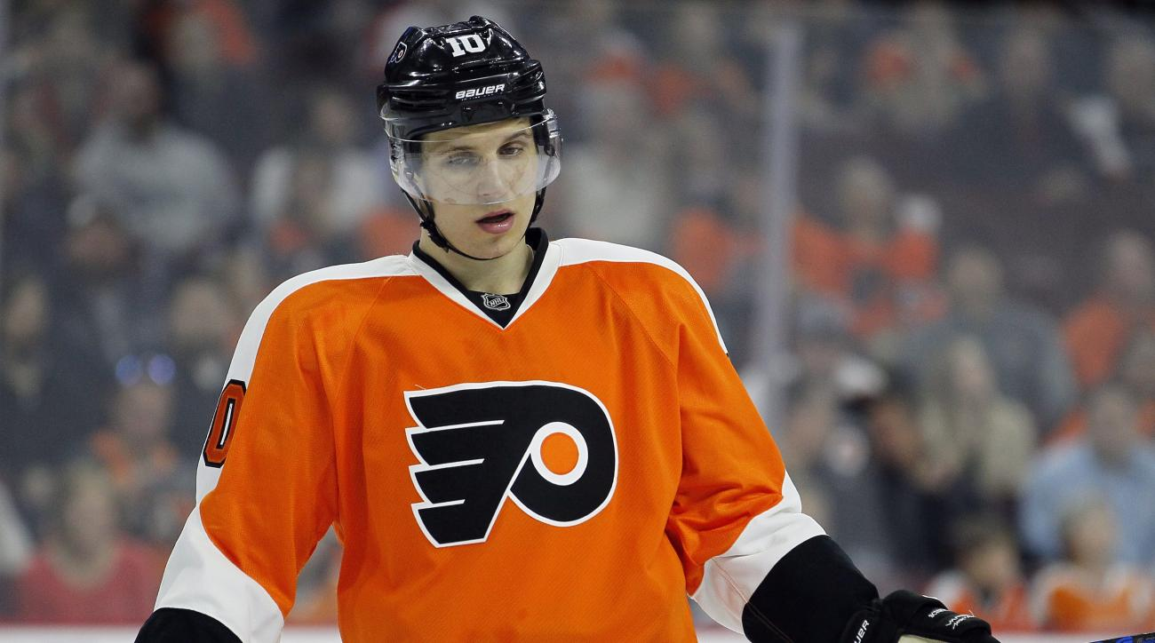 Philadelphia Flyers' Brayden Schenn during an NHL hockey game against the Winnipeg Jets, Monday, March 28, 2016, in Philadelphia. (AP Photo/Tom Mihalek)