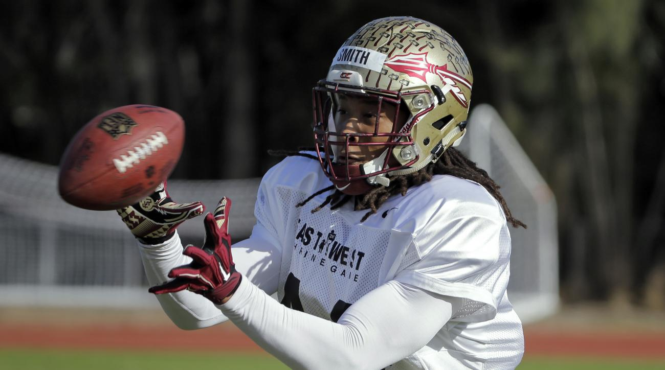 East linebacker Terrance Smith, of Florida State, makes a catch during drills for the East West Shrine college football game  Wednesday, Jan. 20, 2016, in St. Petersburg, Fla. The all start game kicks off Saturday at Tropicana Field. (AP Photo/Chris O'Mea