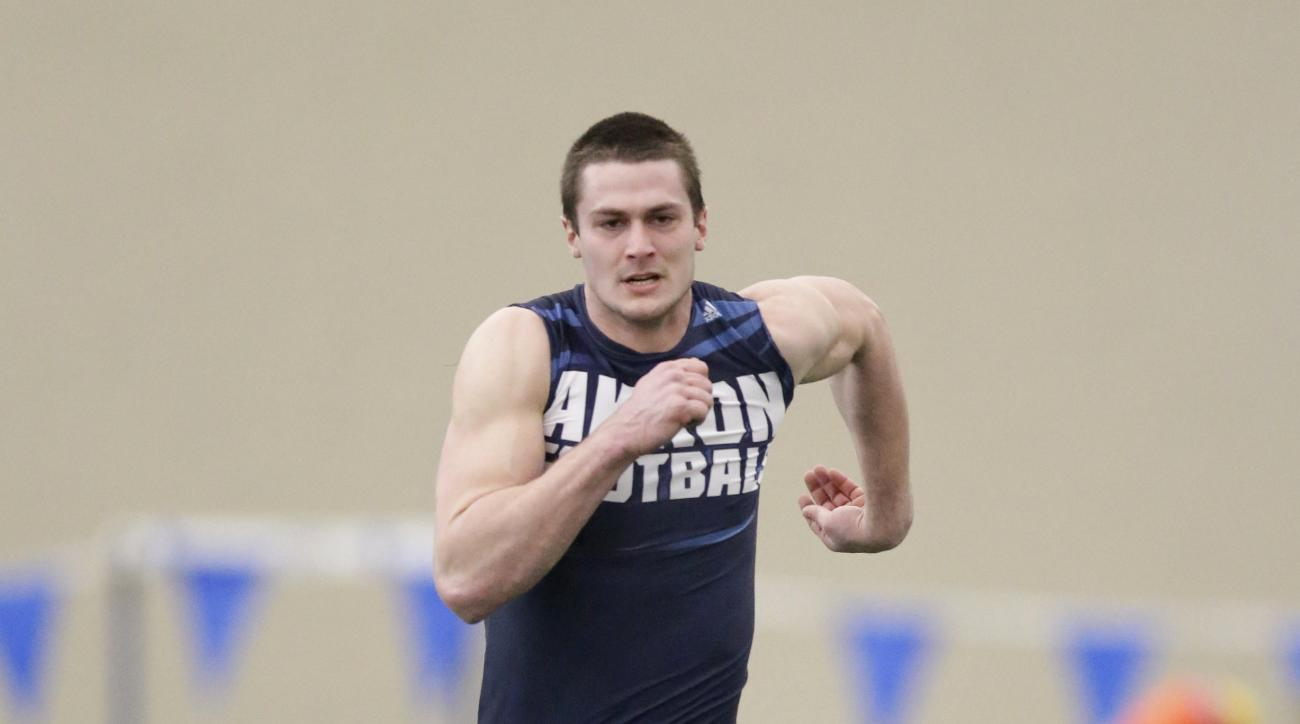 Akron's Andrew Pratt runs the 40-yard dash at a Pro Day college football workout at the University of Akron, Friday, March 18, 2016, in Akron, Ohio. (AP Photo/Tony Dejak)