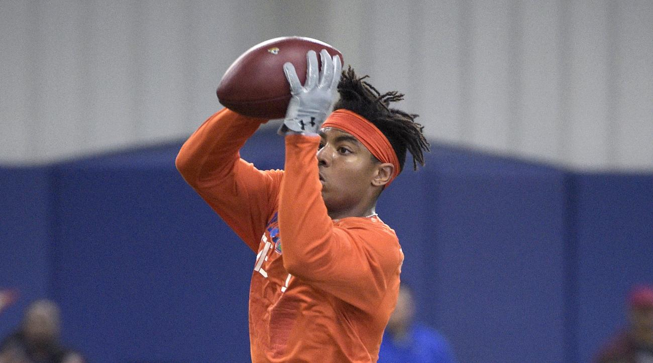 Vernon Hargreaves III catches a throw during a drill at Florida's NFL Pro Day in Gainesville, Fla., Tuesday, March 22, 2016. (AP Photo/Phelan M. Ebenhack)