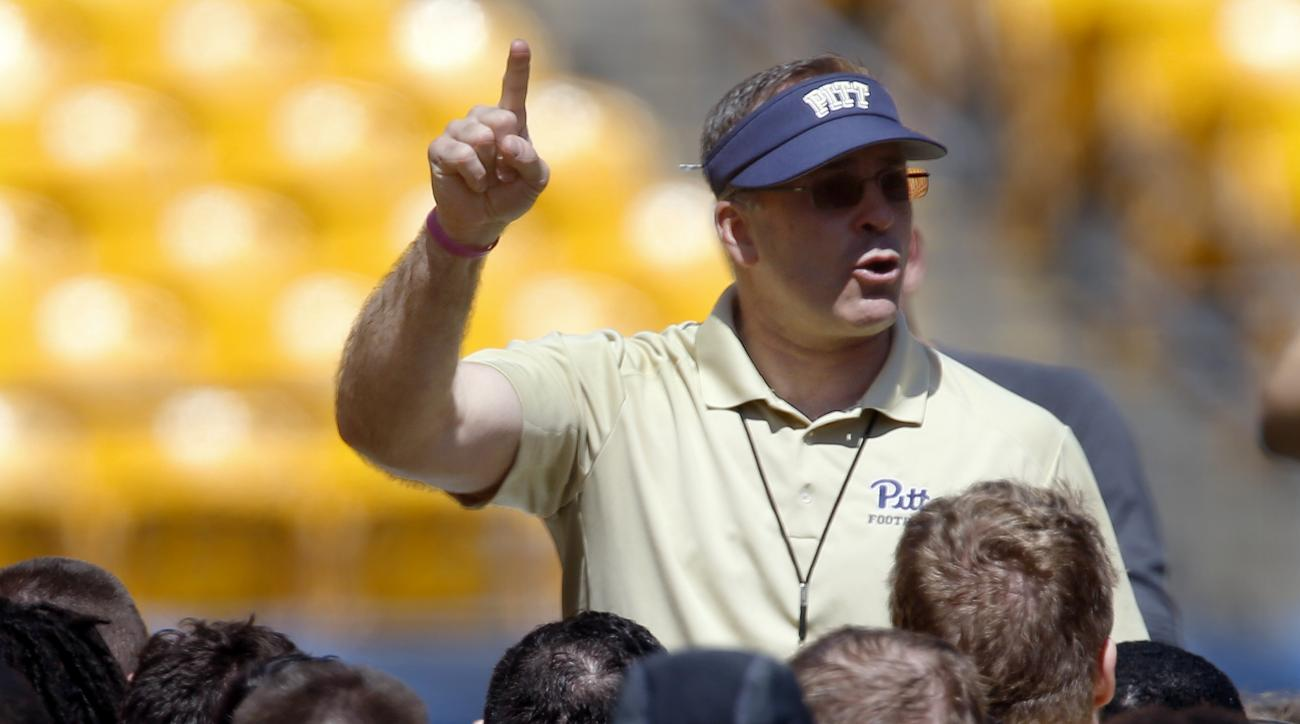 Pittsburgh head coach Pat Narduzzi talks to the team before a spring NCAA college football game, Saturday, April 16, 2016 in Pittsburgh. (AP Photo/Keith Srakocic)