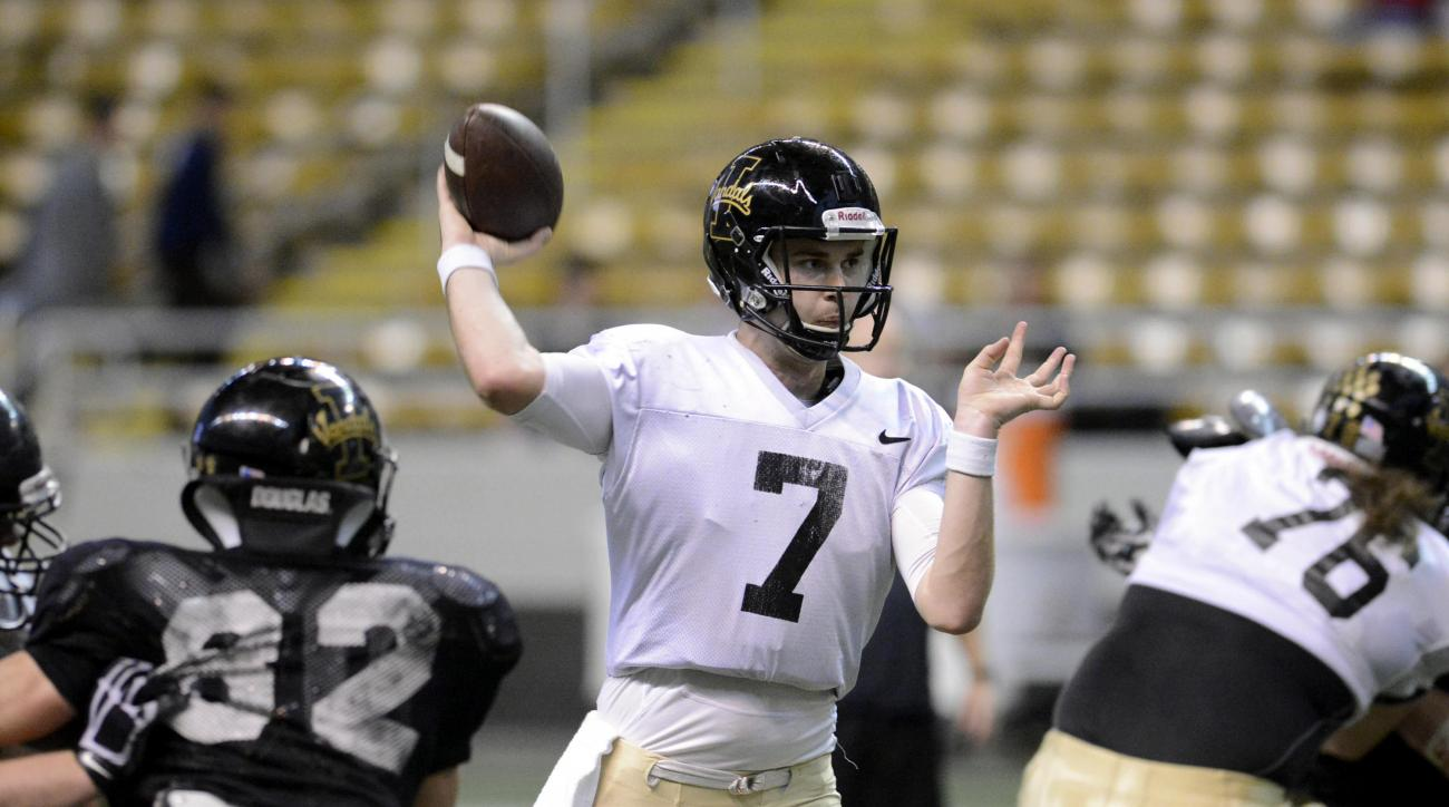 Idaho's Jake Luton throws for a big gain during the first quarter of the NCAA college football team's Silver and Gold scrimmage Friday, April 22, 2016, in Moscow, Idaho. (Steve Hanks/Lewiston Tribune via AP)