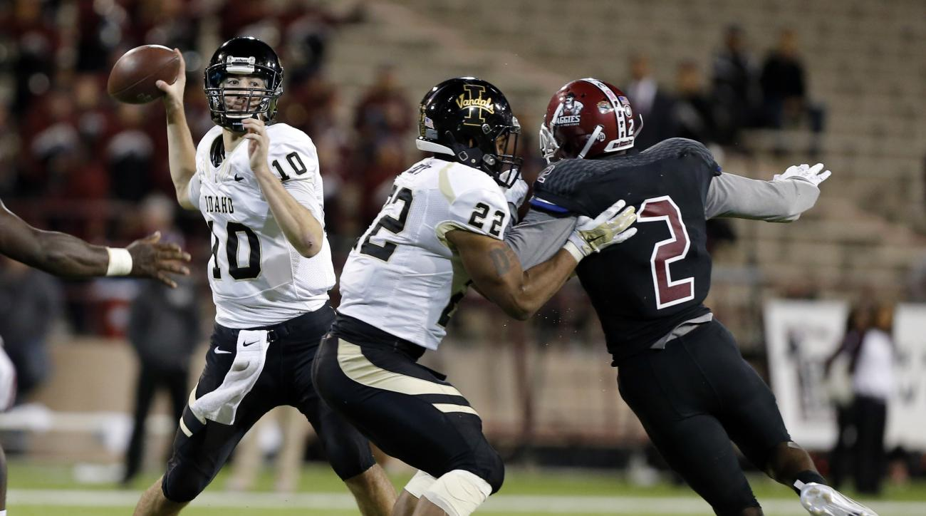 Idaho quarterback Matt Linehan (10) throws a pass during the second half of an NCAA college football game against New Mexico State in Las Cruces, N.M., Saturday, Oct. 31, 2015. (AP Photo/Andres Leighton)