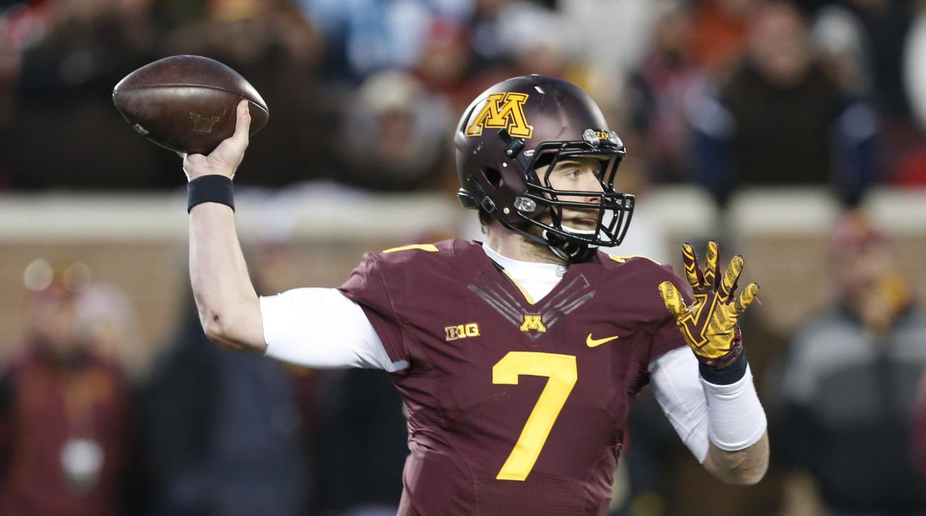 FILE - In this Saturday, Nov. 28, 2015 photo, Minnesota quarterback Mitch Leidner (7) plays against the Wisconsin in the second half of an NCAA college football game in Minneapolis. Mitch Leidner has had his share of struggles as Minnesota's quarterback,