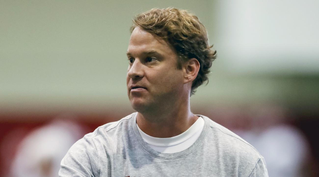 Alabama offensive coordinator Lane Kiffin works with his players during football practice, Saturday, Aug. 27, 2016, at the Hank Crisp Indoor Facility in Tuscaloosa, Ala. (Vasha Hunt/AL.com via AP)