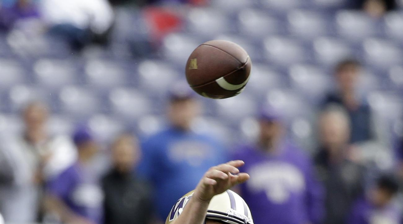 Washington quarterback Jake Browning passes against Rutgers in the first half of an NCAA college football game, Saturday, Sept. 3, 2016, in Seattle. (AP Photo/Elaine Thompson)