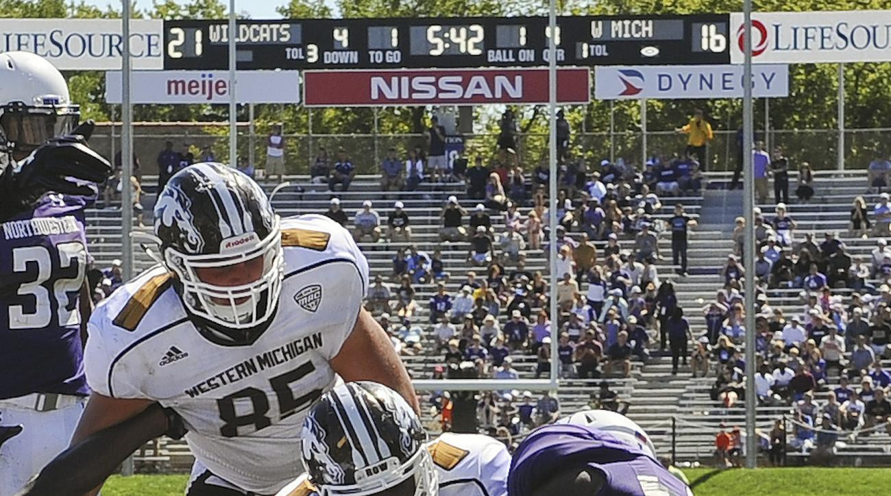 Western Michigan running back Jamauri Bogan (32), center, rushes for a one-yard touchdown against Northwestern linebacker Anthony Walker Jr. (1) and Northwestern linebacker Jaylen Prater (51) during the fourth quarter of an NCAA college football game in E