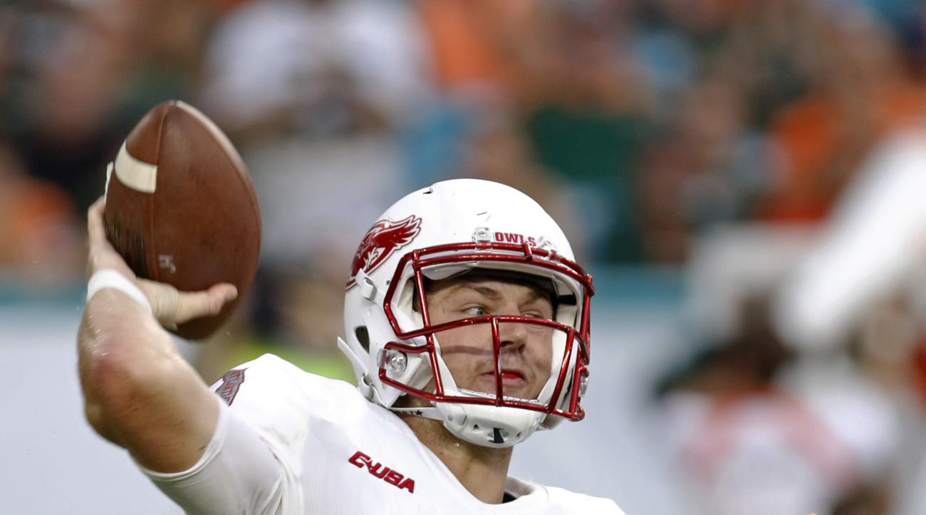 Florida Atlantic quarterback Jason Driskel prepares to pass against Miami during the first half of an NCAA college football game, Saturday, Sept. 10, 2016, in Miami Gardens, Fla. (AP Photo/Alan Diaz)
