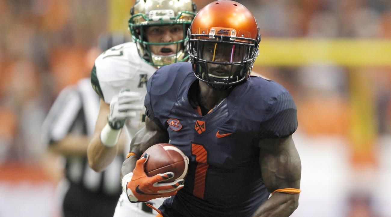 Syracuse's Brisly Estime, right, runs for a touchdown under pressure from South Florida's Austin Hudson, left, in the first quarter of an NCAA college football game in Syracuse, N.Y., Saturday, Sept. 17, 2016. (AP Photo/Nick Lisi)