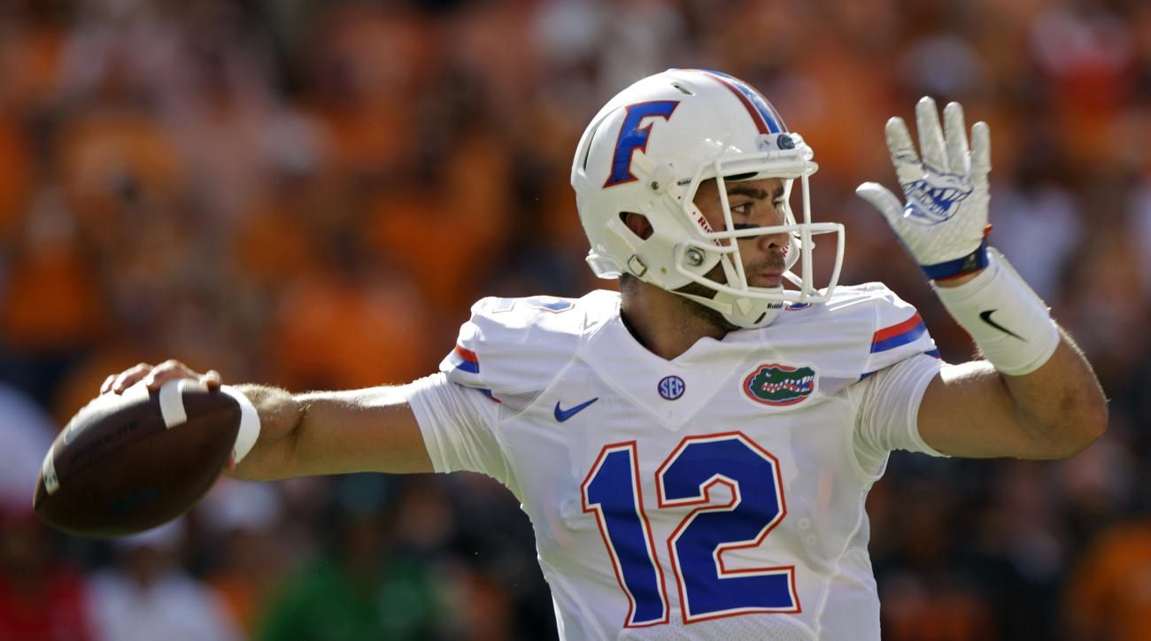 Florida quarterback Austin Appleby (12) throws to a receiver during the first half of an NCAA college football game against Tennessee Saturday, Sept. 24, 2016, in Knoxville, Tenn. (AP Photo/Wade Payne)