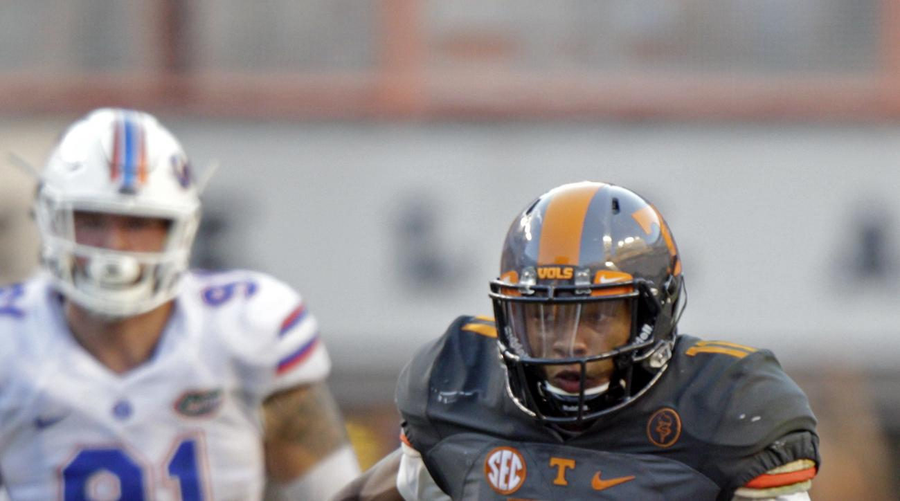 Tennessee quarterback Joshua Dobbs (11) runs for yardage during the second half of an NCAA college football game against Florida Saturday, Sept. 24, 2016, in Knoxville, Tenn. Tennessee won 38-28. (AP Photo/Wade Payne)
