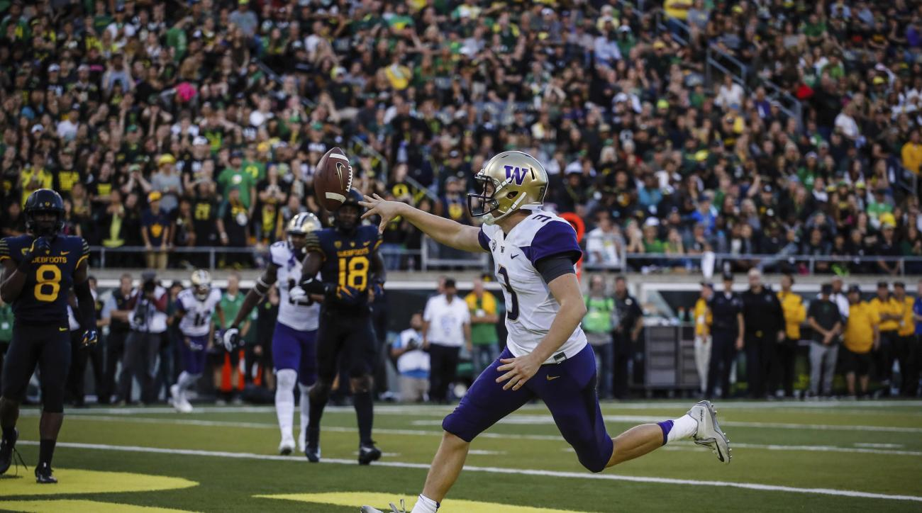 Washington quarterback Jake Browning (3) scores on the last drive of the second quarter against Oregon in an NCAA college football game Saturday, Oct. 8, 2016, in Eugene, Ore. (AP Photo/Thomas Boyd)