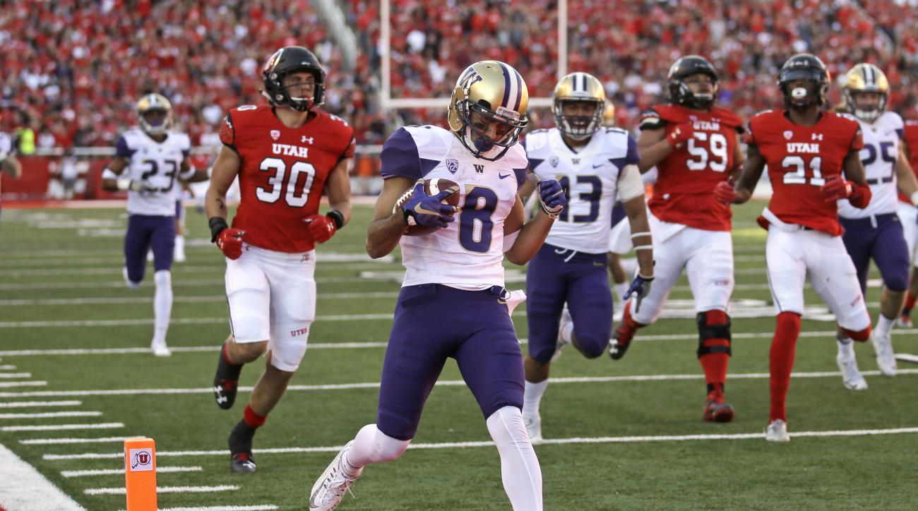 Washington punt returner Dante Pettis (8) scores a touchdown against Utah in the second half of an NCAA college football game, Saturday, Oct. 29, 2016, in Salt Lake City. Washington won 31-24. (AP Photo/Rick Bowmer)