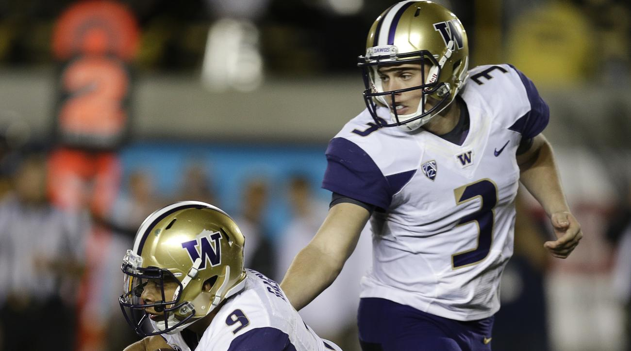 Washington quarterback Jake Browning (3) hands off to Myles Gaskin (9) during the first quarter of an NCAA college football game against California Saturday, Nov. 5, 2016, in Berkeley, Calif. (AP Photo/Ben Margot)