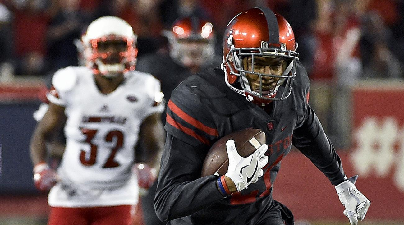 Houston wide receiver Chance Allen (21) runs for a touchdown during the first half of an NCAA college football game against Louisville, Thursday, Nov. 17, 2016, in Houston. (AP Photo/Eric Christian Smith)