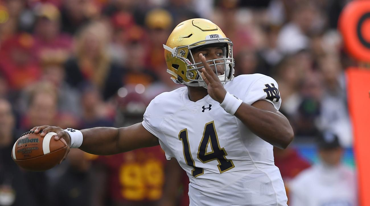 Notre Dame quarterback DeShone Kizer passes during the first half of an NCAA college football game against Southern California, Saturday, Nov. 26, 2016, in Los Angeles. (AP Photo/Mark J. Terrill)