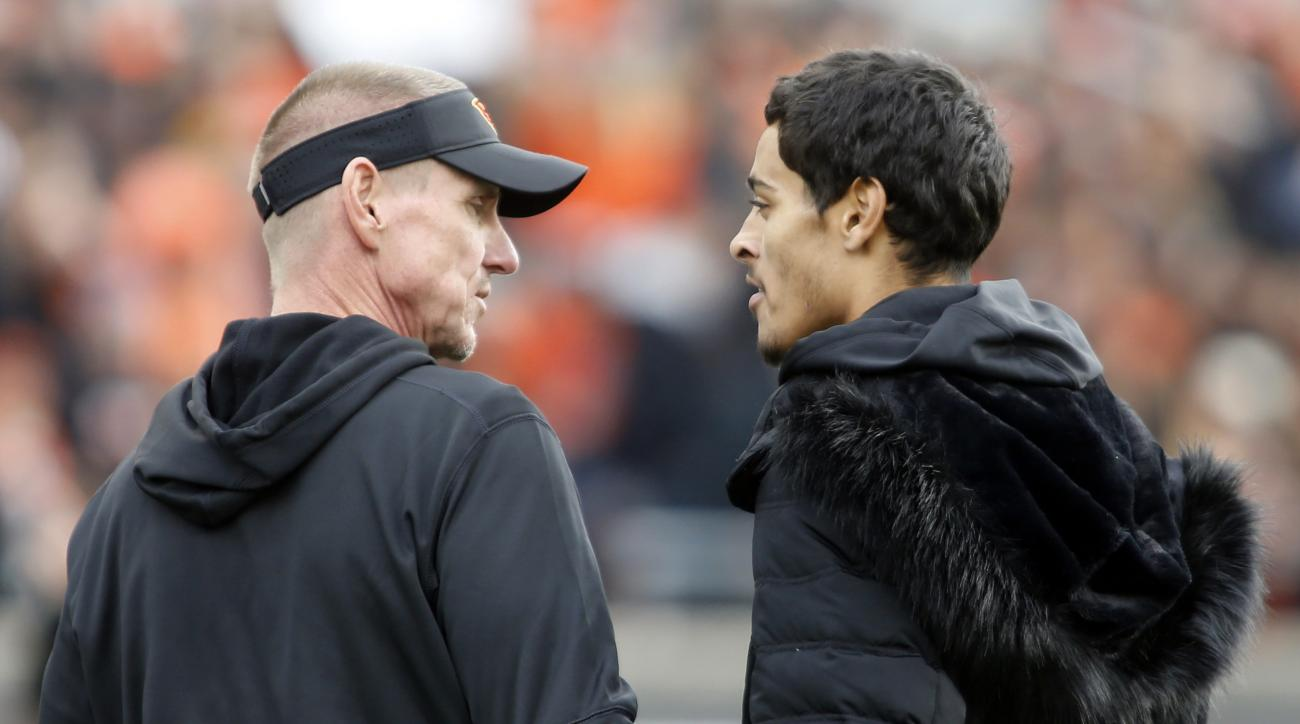 Oregon State head coach Gary Andersen, left, talks with injured wide receiver Seth Collins before an NCAA college football game against Oregon, in Corvallis, Ore., Saturday Nov. 26, 2016. (AP Photo/Timothy J. Gonzalez)