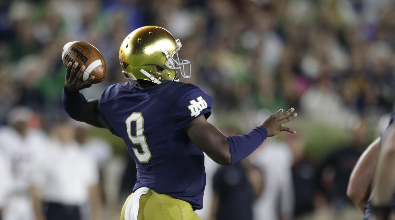 Notre Dame quarterback Malik Zaire (9) throws against Stanford during the second half of an NCAA college football game in South Bend, Ind., Saturday, Oct. 15, 2016. Stanford defeated Notre Dame 17-10.  (AP Photo/Michael Conroy)