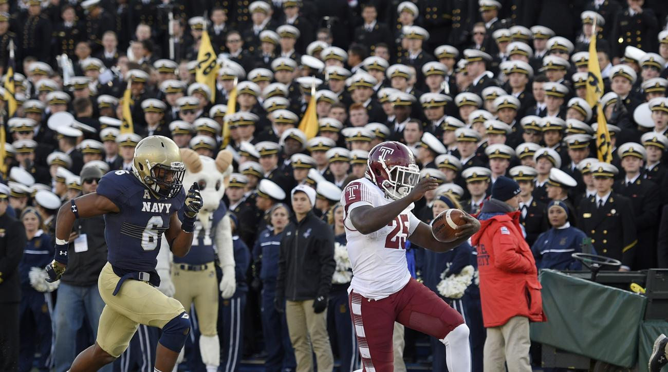 Temple running back Ryquell Armstead (25) runs for a touchdown past Navy safety Sean Williams (6) during the second half of the American Athletic Conference championship NCAA college football game, Saturday, Dec. 3, 2016, in Annapolis, Md. Temple won 34-1