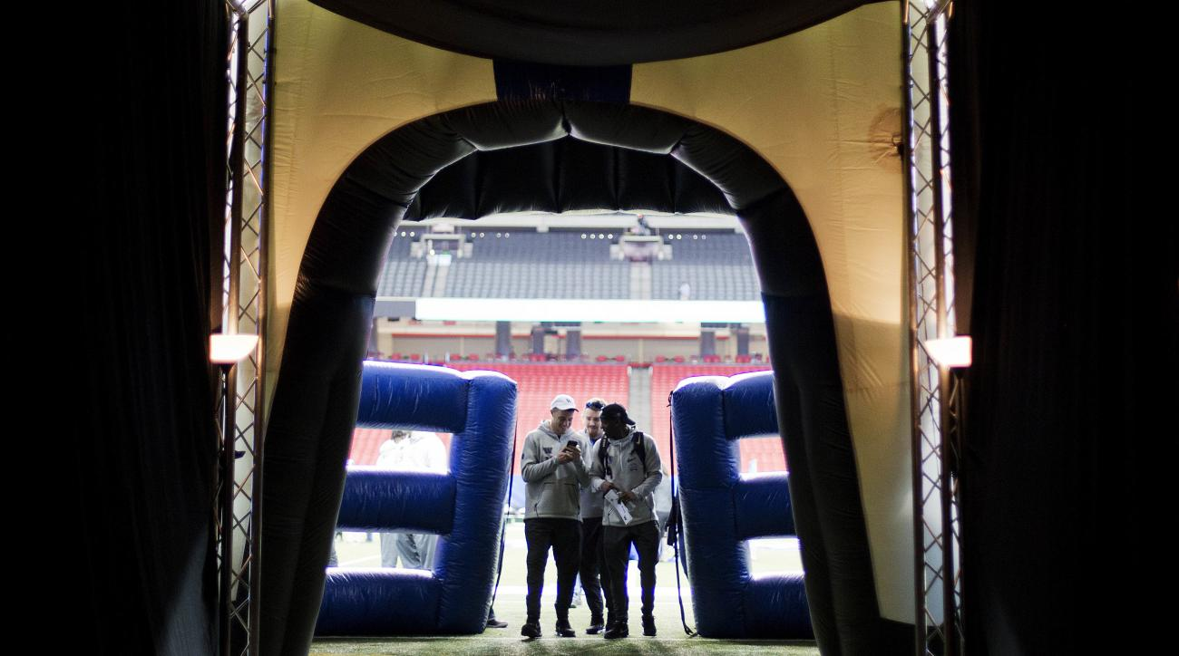 Washington players walk off the field during media day for Saturday's Peach Bowl NCAA college football game against Alabama in Atlanta, Thursday, Dec. 29, 2016. (AP Photo/David Goldman)