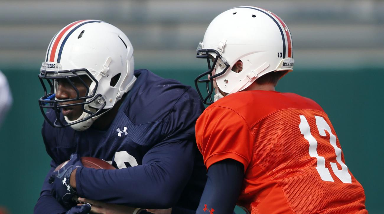 Auburn quarterback Sean White (13) hands off to running back Kamryn Pettway during practice in New Orleans, Thursday, Dec. 29, 2016, for the Sugar Bowl NCAA college football game, which will be played Jan. 2, 2017 against Oklahoma. (AP Photo/Gerald Herber