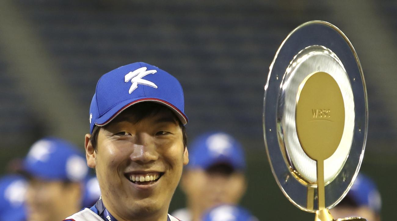 South Korea's Kim Hyun-soo holds the MVP award he received after beating the United States 8-0 in their final game at the Premier12 world baseball tournament at Tokyo Dome in Tokyo, Saturday, Nov. 21, 2015. (AP Photo/Toru Takahashi)