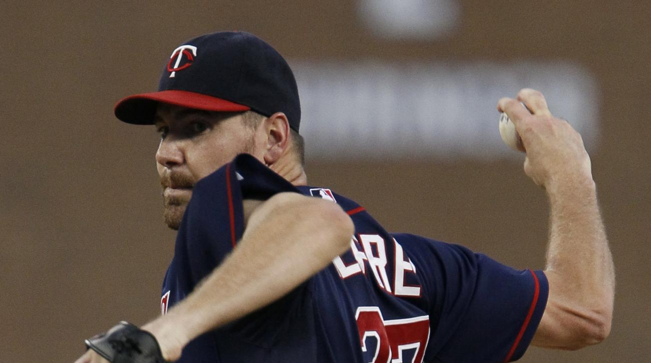 Minnesota Twins' Mike Pelfrey pitches against the Detroit Tigers during the first inning of a baseball game at Comerica Park, Friday, Sept. 25, 2015, in Detroit. (AP Photo/Duane Burleson)