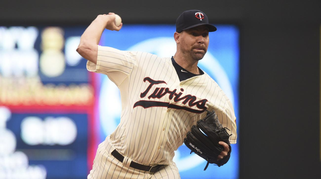 FILE - In this Saturday Sept. 19, 2015 file photo, Minnesota Twins pitcher Mike Pelfrey throws against the Los Angeles Angels in the first inning in Game 2 of a split double header baseball game in Minneapolis. A person with knowledge of the deal says the
