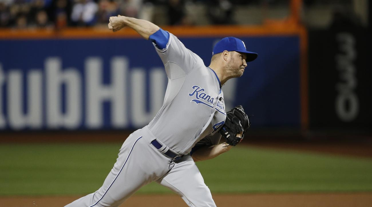 Kansas City Royals pitcher Ryan Madson pitches during the seventh inning of Game 4 of the Major League Baseball World Series against the New York Mets Saturday, Oct. 31, 2015, in New York. (AP Photo/Matt Slocum)