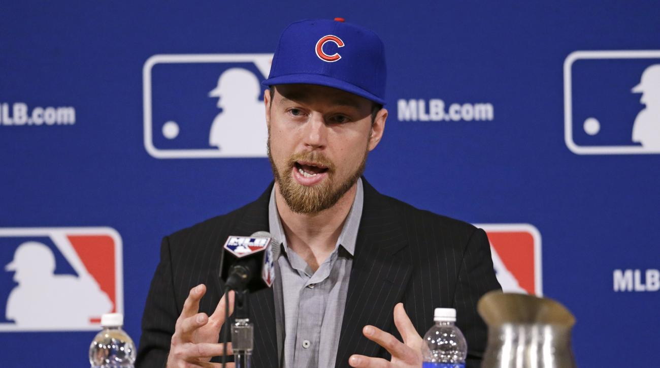 Switch-hitting free agent Ben Zobrist speaks at a news conference at Major League Baseball's winter meetings where it was announced that Zobrist has signed with the Chicago Cubs Wednesday, Dec. 9, 2015, in Nashville, Tenn. (AP Photo/Mark Humphrey)