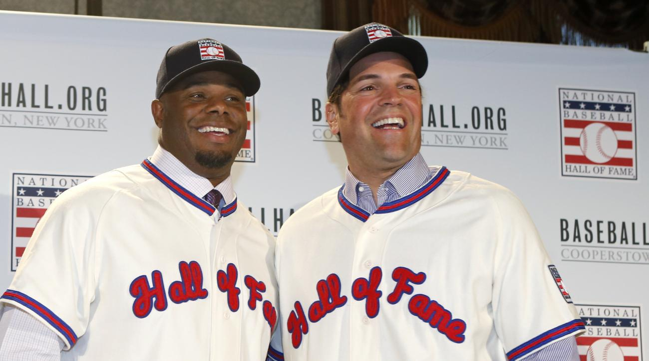 Former Seattle Mariners Ken Griffey Jr., left, and former New York Mets Mike Piazza pose for a photograph after a press conference announcing their election to baseball's Hall of Fame, Thursday, Jan. 7, 2016, in New York. Both men will be inducted into th