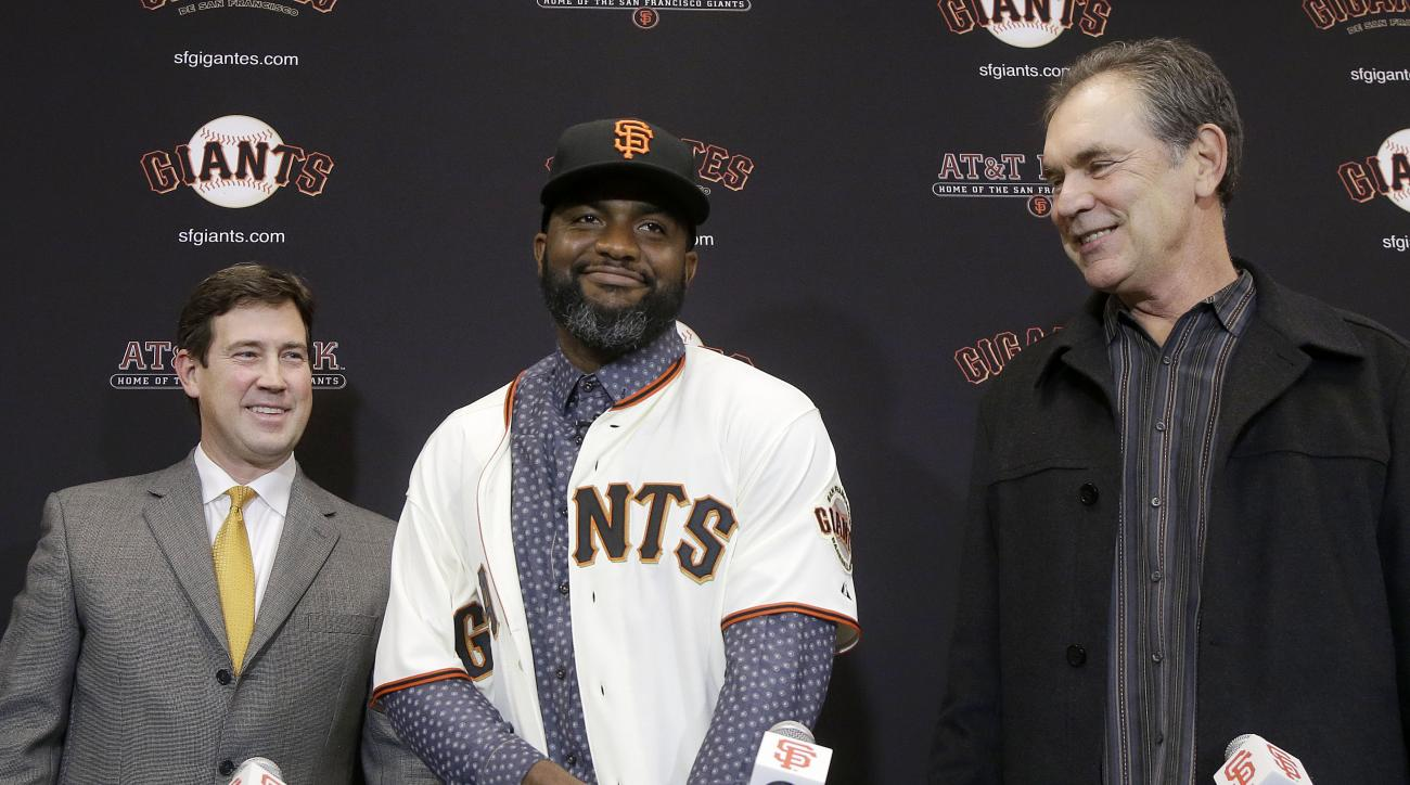 San Francisco Giants outfielder Denard Span, center, smiles between general manager Bobby Evans, left, and manager Bruce Bochy at a news conference in San Francisco, Friday, Jan. 8, 2016. The Giants agreed on a $31 million, three-year deal with free agent