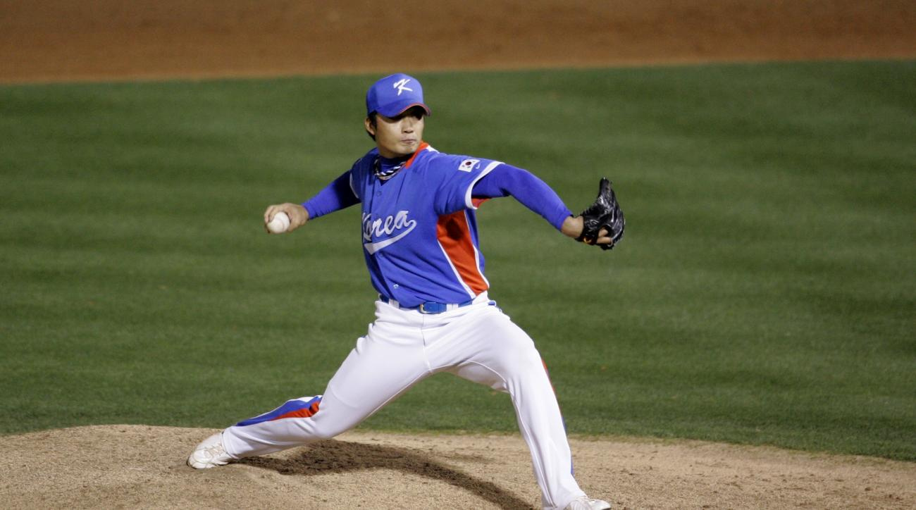 South Korea relief pitcher Seung Hwan Oh during a exhibition spring training baseball game against the San Diego Padres in Peoria, Ariz., Wednesday, March 11, 2009. (AP Photo/Tony Gutierrez)
