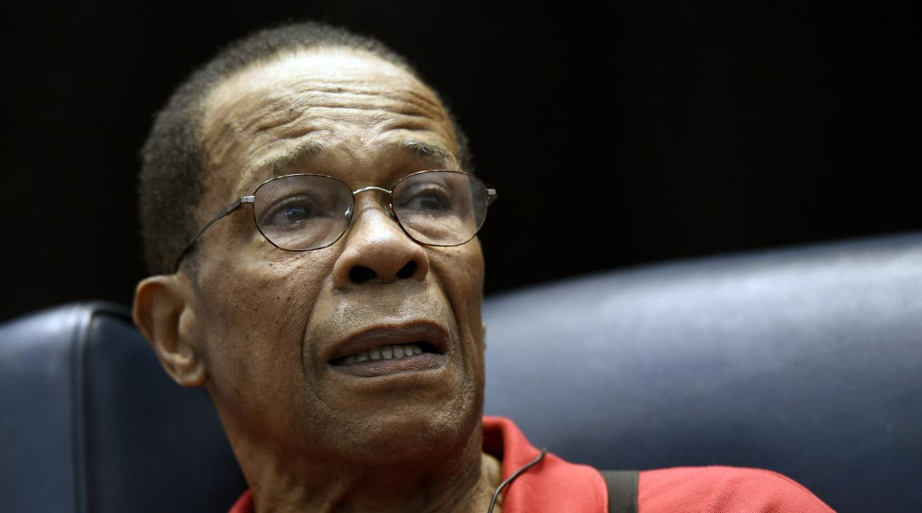 Hall of Fame member and former Minnesota Twins baseball player Rod Carew speaks to fans about his recent heart attack during TwinsFest, Saturday, Jan. 30, 2016, in Minneapolis. (AP Photo/Hannah Foslien)