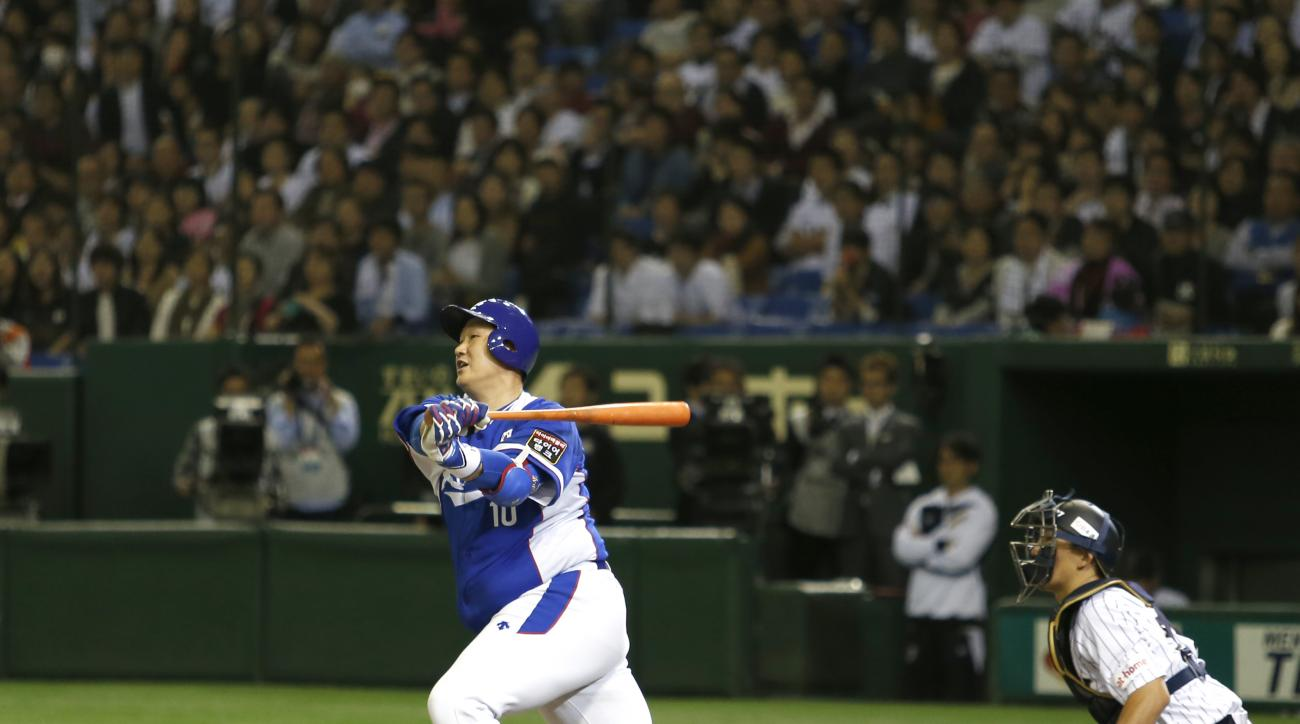 South Korea's designated hitter Lee Dae-ho hits a two-run single against Japan during the ninth inning of their semifinal game at the Premier12 world baseball tournament at Tokyo Dome in Tokyo, Thursday, Nov. 19, 2015. South Korea beat Japan 4-3 and advan