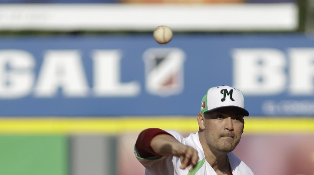 Pitcher Eddie Gamboa of Mexico's Venados de Mazatlan throws the ball during the first inning of the Caribbean Series baseball game against Venezuela's Tigres de Aragua, in Santo Domingo, Dominican Republic, Sunday, Feb. 7, 2016. (AP Photo/Roberto Guzman)