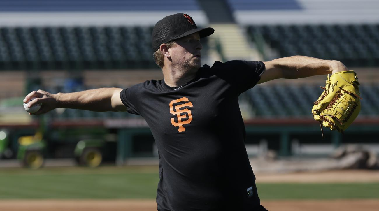 San Francisco Giants pitcher Matt Cain warms up the day before the spring baseball season begins in Scottsdale, Ariz., Wednesday, Feb. 17, 2016. (AP Photo/Chris Carlson)